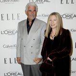 Barbra Streisand y James Brolin en la fiesta 'Women in Hollywood' de ELLE