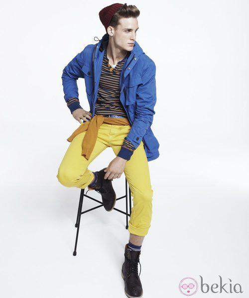 Trench azul y pantalón amarillo flúor de Blanco, colección otoño 2011