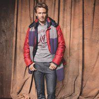 Abrigo rojo y bufanda de la firma H.E. By Mango para el otoño/invierno 2011-2012