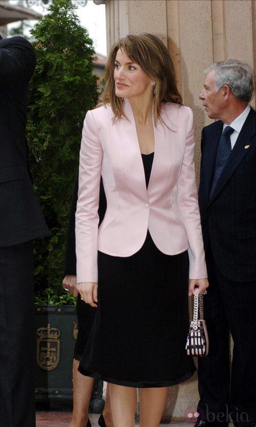 El estilismo de Doña Letizia en la entrega de Premios Príncipe de Asturias 2005