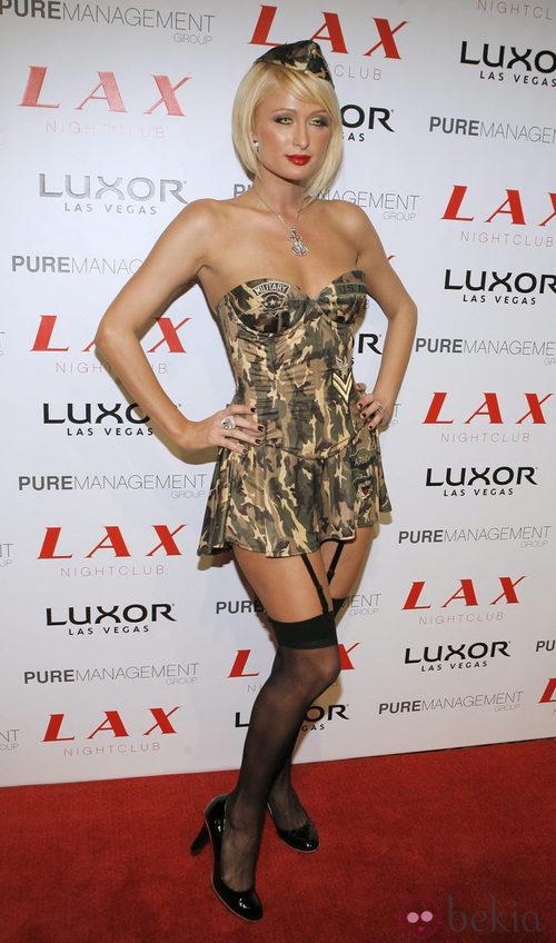 Disfraces sexys para Halloween: Paris Hilton de militar en 2007