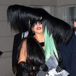 Looks de Lady Gaga: Traje de pelo y peluca verde