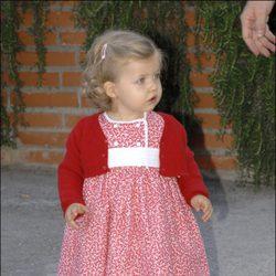 La Infanta Leonor con un vestido rojo y blanco