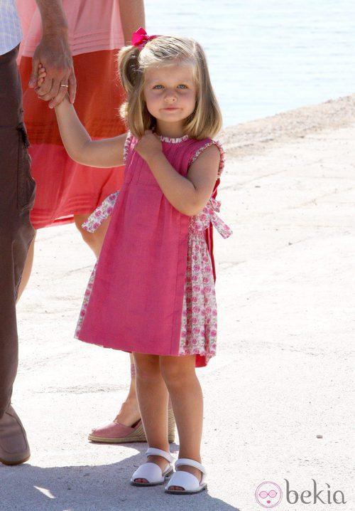 La Infanta Leonor con un vestido fucsia