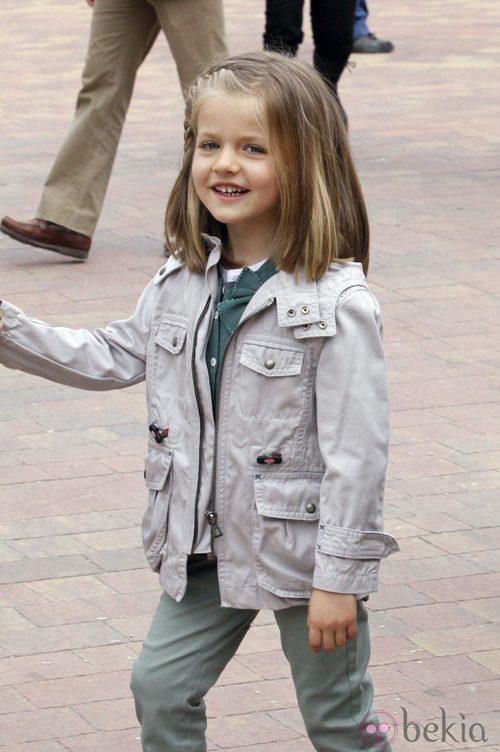 La infanta Leonor con un trench safari