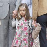 La Infanta Leonor con un vestido de flores verdes y rosas