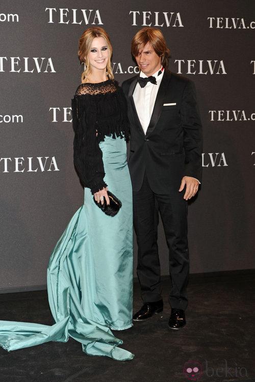 Look de Carlos Baute y Astrid Klisans en los Premios T de Moda de Telva 2011