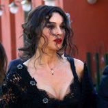 Monica Bellucci durante la grabación del spot Dolce&Gabbana con un look despeinado