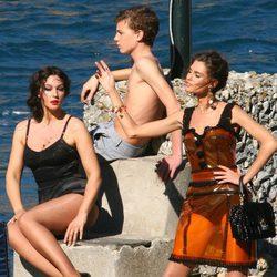 Monica Bellucci durante la grabación del spot Dolce&Gabbana con pose sensual