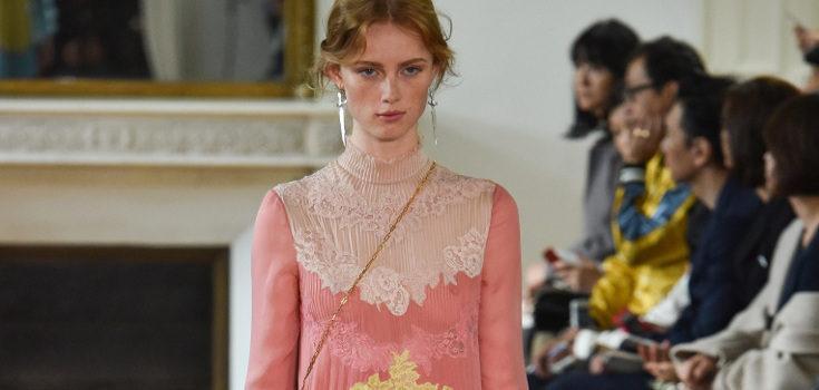 Vestido largo de colores de Valentino colección primavera/verano 2017 en París Fashion Week