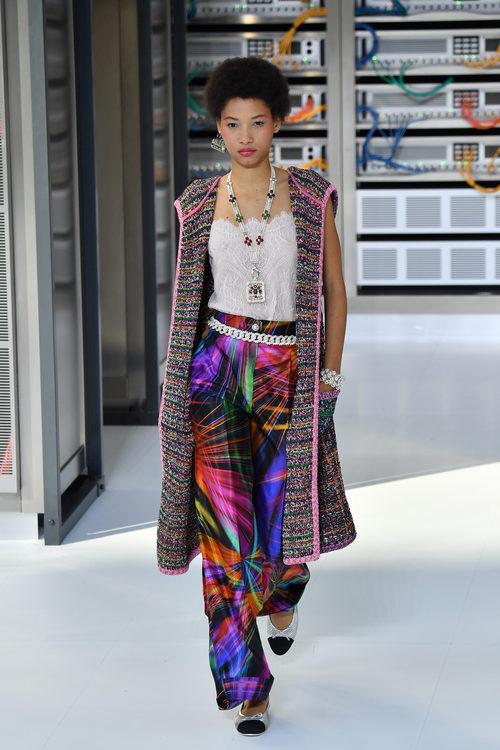 Conjunto boho durante el desfile de Chanel en la Paris Fashion Week 2016