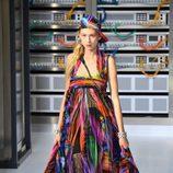 Vestido asimétrico con movimiento durante el desfile de Chanel en la Paris Fashion Week 2016