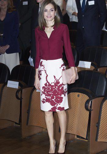 La Reina Letizia con un look de Felipe Varela en la reunión de la Fundación Amigos del Museo del Prado