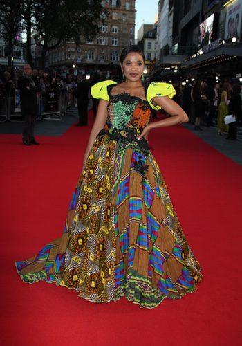 Terry Pheto con un vestido voluminoso en el Festival de Cine de Londres