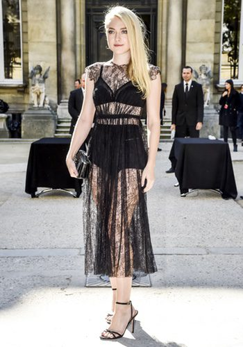 Dakota Fanning en el desfile de Valentino en la París Fashion Week