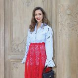 Jessica Alba en el desfile de Valentino en la París Fashion Week