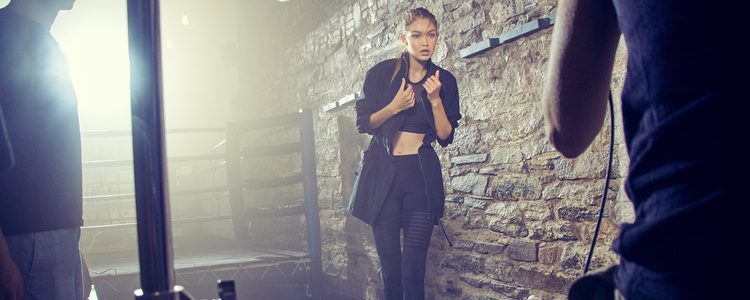Gigi Hadid con un conjunto fitness de la colección '#PerfectNever' de Reebok