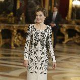 La Reina Letizia escoge un vestido de Felipe Varela en la recepción del Día de la Hispanidad 2016