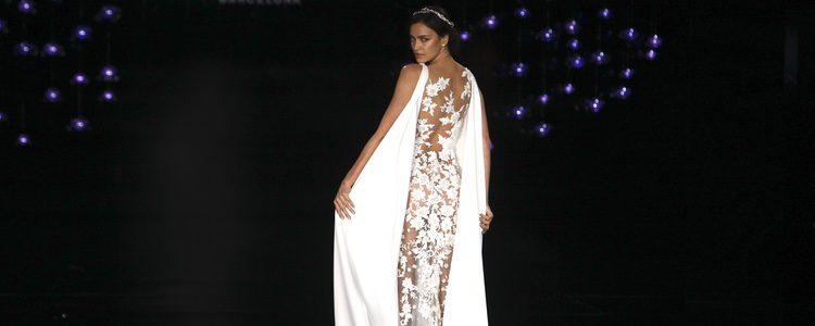 Irina Shayk con un vestido de encaje de la colección 'Atelier 2017' de Pronovias