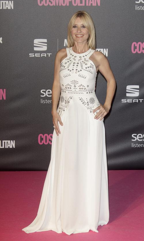 Cayetana Guillén Cuervo con un vestido blanco en los Premios Cosmopolitan 2016