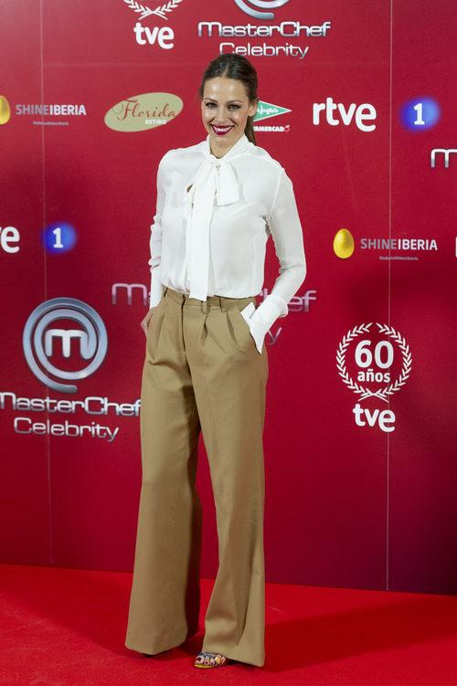 Eva González con unos palazzo en la presentación del programa 'Masterchef Celebrity'