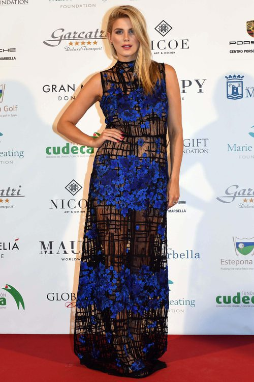 Ashley James con un vestido de encaje en la 'Global Gift Gala' de Marbella