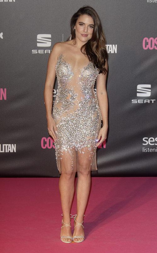 Adriana Ugarte con un vestido de transparencias en los Premios Cosmopolitan 2016
