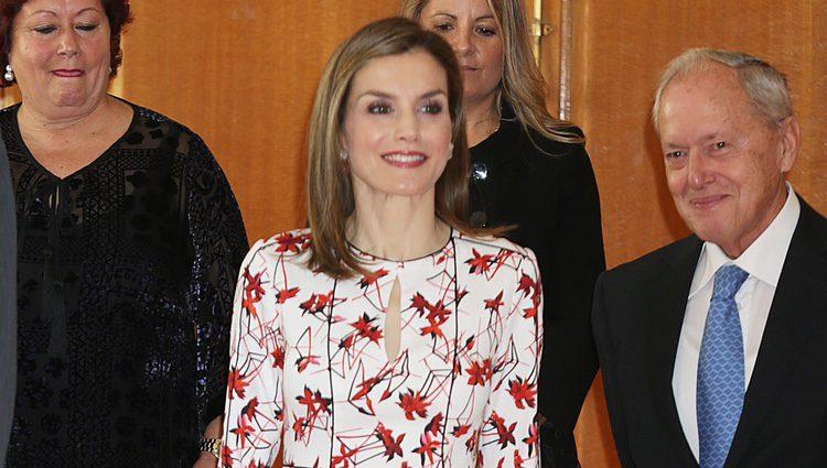 La Reina Letizia con un vestido de Carolina Herrera en la audiencia previa a los Premios Princesa de Asturias 2016