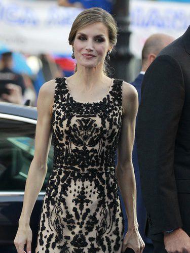 La Reina Letizia en los Premios Princesa de Asturias 2016 vestida de Felipe Varela