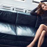 Julia Restoin con un total look negro de Mango colección 'Journey'