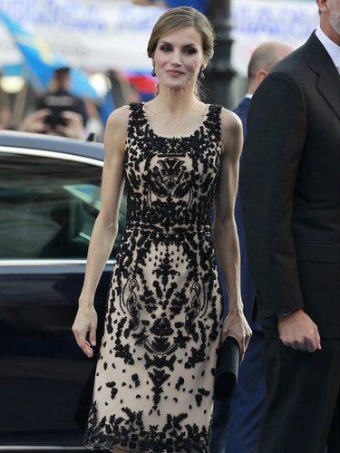 La Reina Letizia con un vestido de Felipe Varela en los Premios Princesa de Asturias 2016