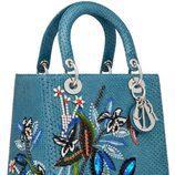 Bolso azul bordado de la colección Lady 2017 de Dior