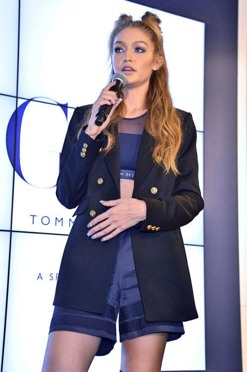 Gigi Hadid presentando su colección con Tommy Hilfiger en Shanghai
