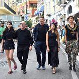 Domenico Dolce y Stefano Gabbana con las chicas 'millennials' para la primavera/verano 2017 de Dolce & Gabbana