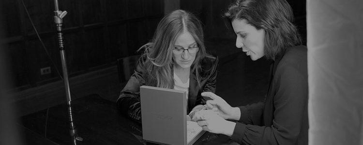 Sarah Jessica Parker y Kat Florence diseñando la nueva colección de joyas
