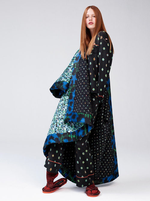 Conjunto de seda y abrigo oversize de la colección 'Kenzo x H&M'