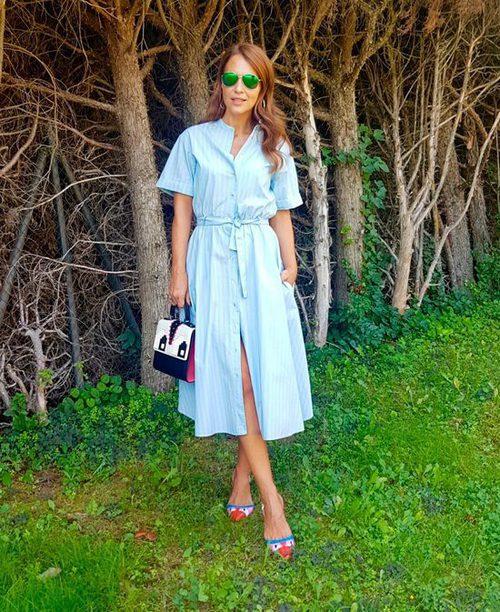 Paula Echevarría con un vestido azul y blanco de Zara