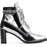 Botines en gris metalizado de la colección 'Gigi Boot' de Stuart Weitzman