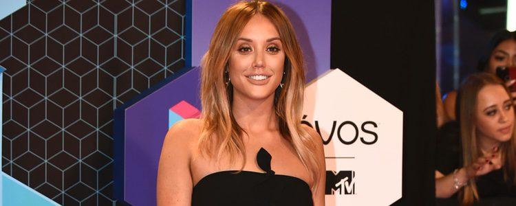 Charlotte-Letitia Crosby con un vestido negro en los MTV EMA 2016
