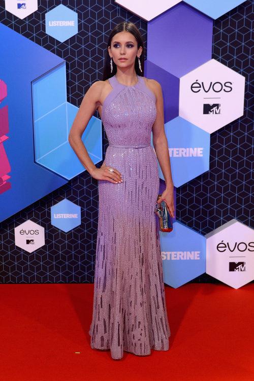 Nina Dobrev con un look deslumbrante en los MTV EMA 2016