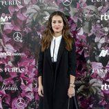 Hiba Abouk con un look minimal en la premiere de 'Las Furias' en Madrid