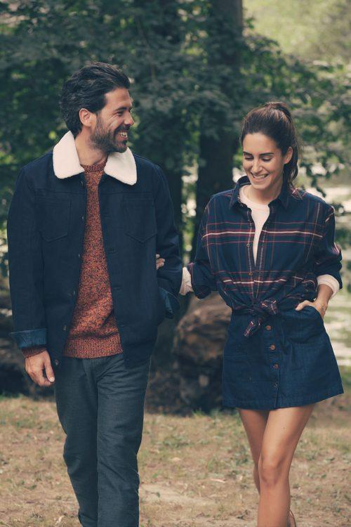Gala González y Miguel Carrizo con ropa en tonos azules de Esprit otoño/invierno 2016/2017