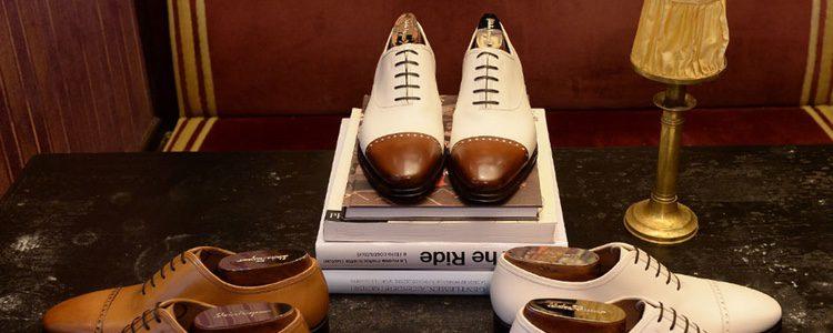 Zapatos Oxford blancos y marrones de Salvatore Ferragamo colección 'Tramezza'