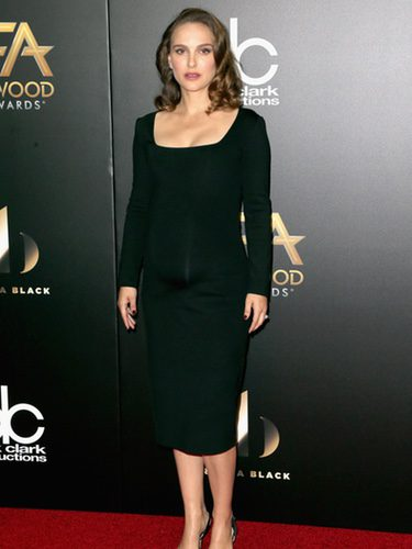 Natalie Portman con un total look black en la gala Hollywood Film Awards 2016