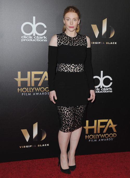 Bryce Dallas con un vestido animal print en la gala Hollywood Film Awards 2016