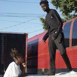 Chándal negro de la colección de Adidas en colaboración con Pharrell Williams