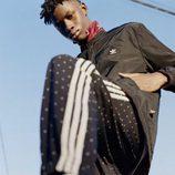 Chándal negro con lunares blancos de la colección de Adidas con Pharrell Williams