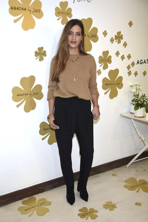 Sara Carbonero con un look otoñal en la presentación de la nueva colección de Agatha Paris