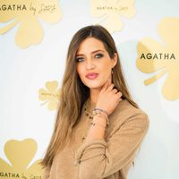 Sara Carbonero con las joyas de la nueva colección de Agatha París