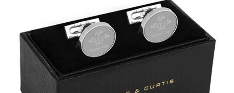 Gemelos plateados de la colección de Hawes & Curtis en colaboración con el Príncipe Carlos